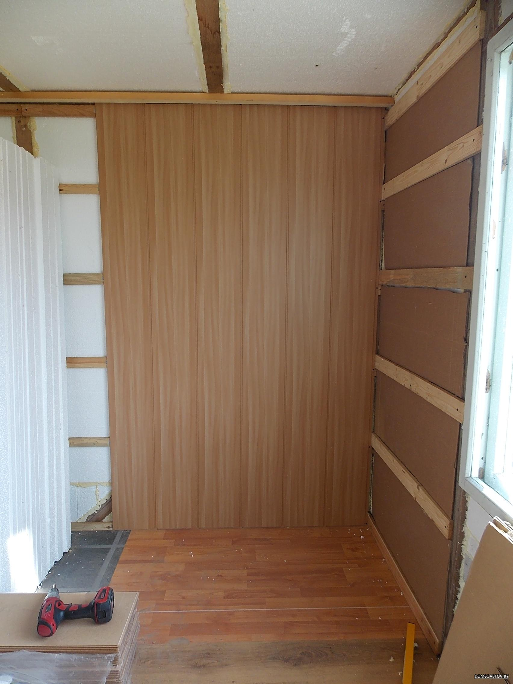 Фото отделки балконов мдф панелями цвет бук.