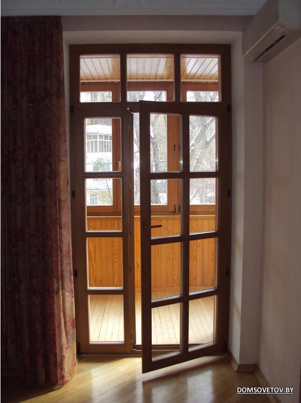 Балконные двери деревянные..
